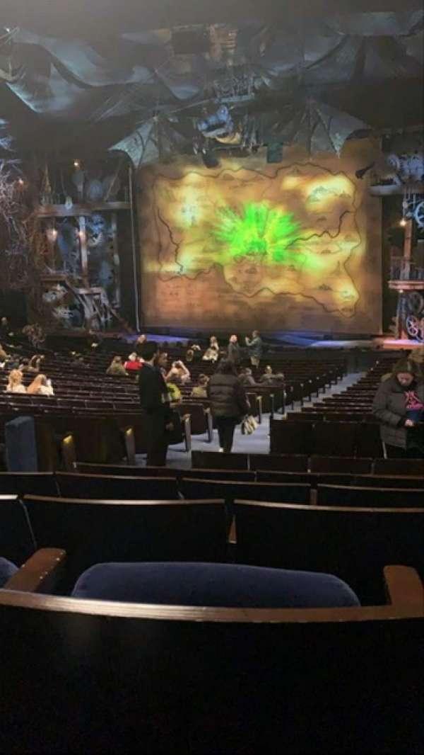 Gershwin Theatre, sección: Orchestra R, fila: W, asiento: 8