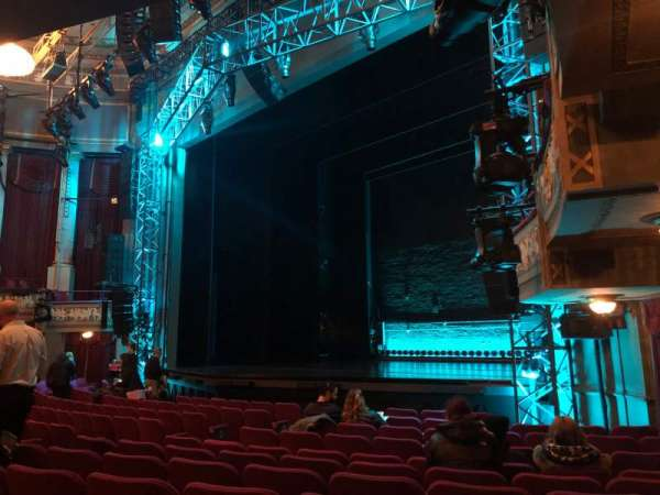 Broadhurst Theatre, sección: Orchestra R, fila: L, asiento: 24