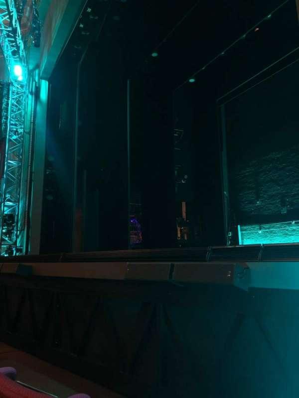 Broadhurst Theatre, sección: Orchestra R, fila: B, asiento: 10