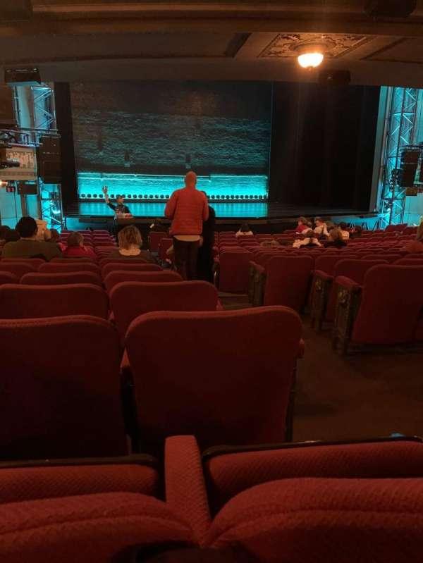 Broadhurst Theatre, sección: Orchestra L, fila: R, asiento: 3