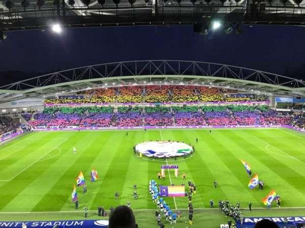American Express Community Stadium, sección: W3F, fila: G, asiento: 121