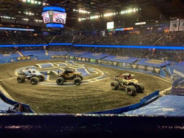 Allstate Arena, sección: 208, fila: A, asiento: 28