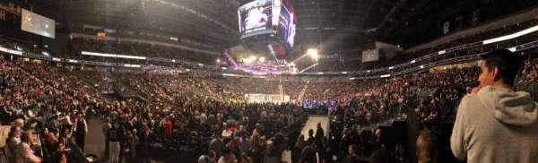T-Mobile Arena, sección: 2, fila: E, asiento: 13