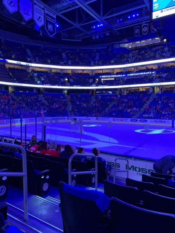 Amalie Arena, sección: 101, fila: J, asiento: 16