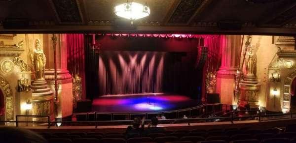 Beacon Theatre, sección: Loge 1, fila: H, asiento: 17