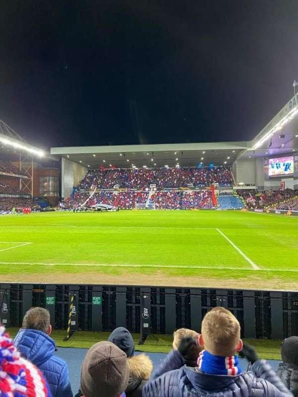 Ibrox Stadium, sección: CF2, fila: D, asiento: 46