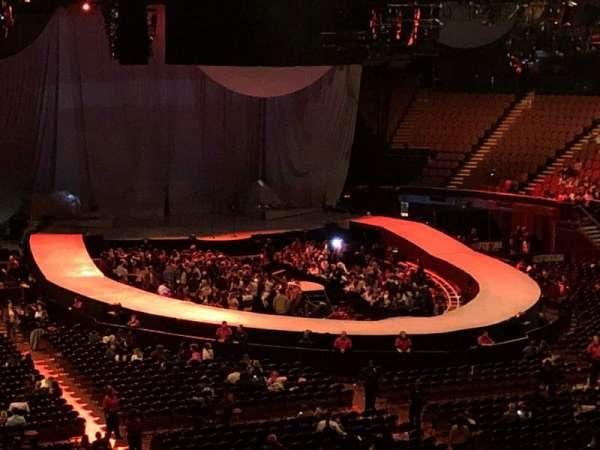The Forum, sección: 233, fila: 5, asiento: 11