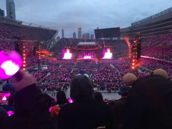 Soldier Field, sección: 322, fila: 8, asiento: 21