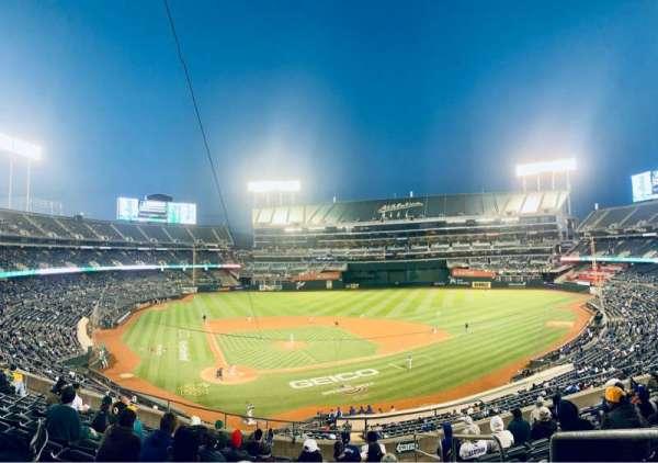 Oakland Coliseum, sección: 215, fila: 11, asiento: 1