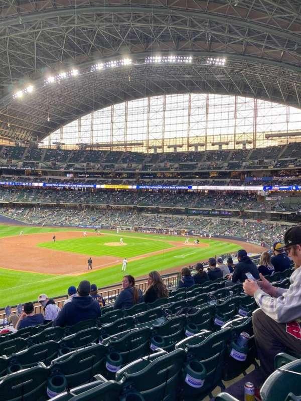 American Family Field, sección: 228, fila: 8, asiento: 20