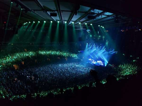 Madison Square Garden, sección: 208, fila: 8