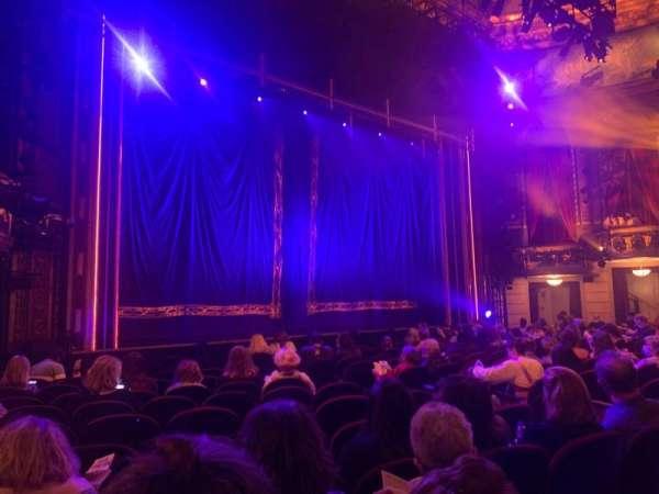 Brooks Atkinson Theatre, sección: ORCH L, fila: L, asiento: 15