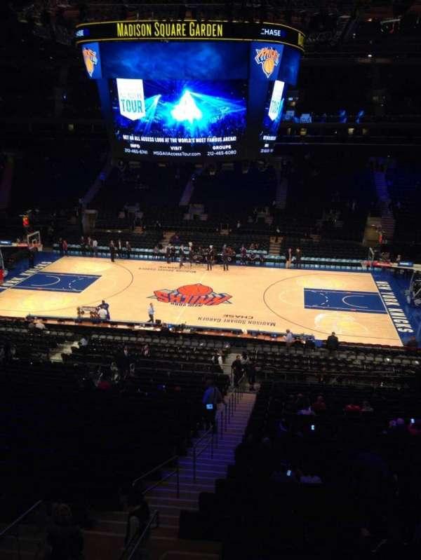 Madison Square Garden, sección: 212, fila: 1, asiento: 2
