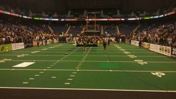 Greensboro Coliseum, sección: 117, fila: AA, asiento: 14