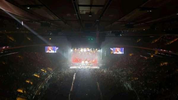 Madison Square Garden, sección: 305, fila: 1, asiento: 3