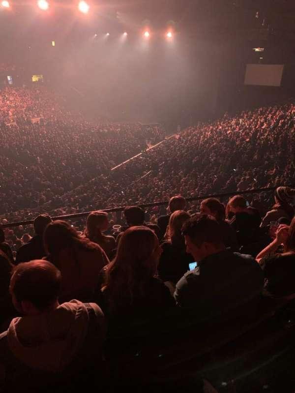 Allstate Arena, sección: 213, fila: E, asiento: 26-27