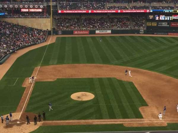 Target Field, sección: 210, fila: 3, asiento: 17