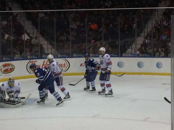 Blue Cross Arena, sección: 122, fila: 6, asiento: 8
