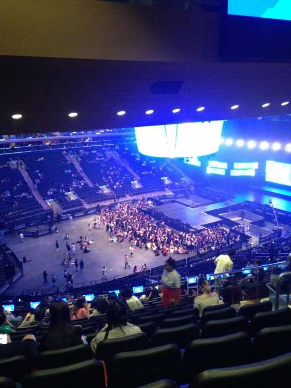 Madison Square Garden, sección: 208, fila: 16, asiento: 18