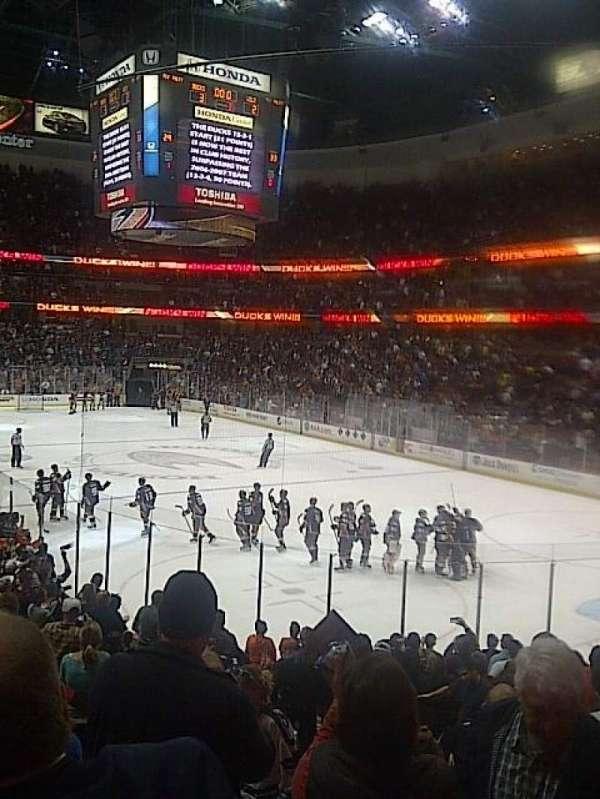 Honda Center, sección: 203, fila: R, asiento: 14