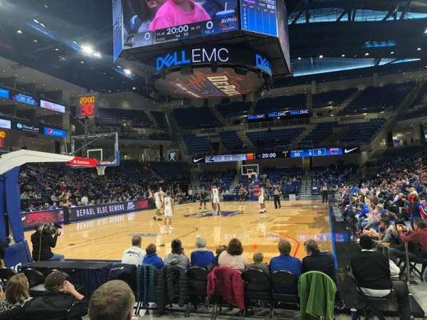 Wintrust Arena, sección: 101, fila: DD, asiento: 4