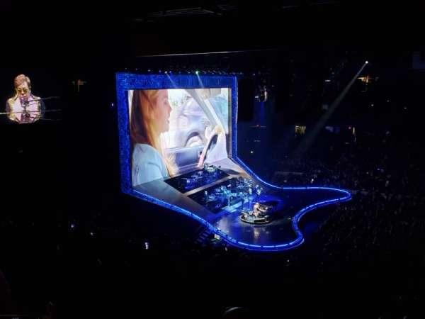 Allstate Arena, sección: 202, fila: H, asiento: 27