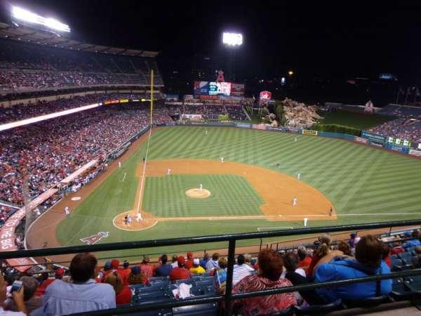 Angel Stadium, sección: V525, fila: A