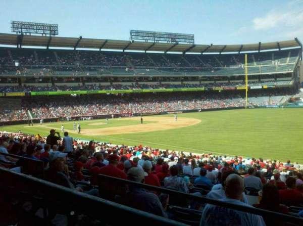 Angel Stadium, sección: T228, fila: A, asiento: 13,14,15