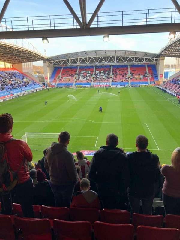 DW Stadium, sección: N3, fila: HH, asiento: 64