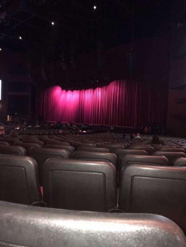 Microsoft Theater, sección: Orchestra Right, fila: HH, asiento: 113