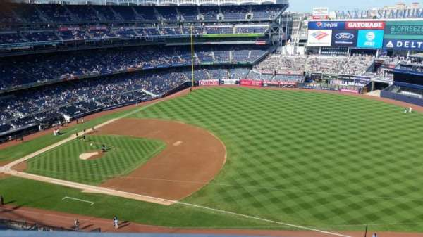 Yankee Stadium, sección: 413, fila: 1, asiento: 5