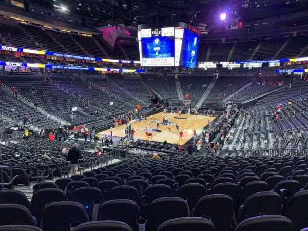 T-Mobile Arena, sección: 2, fila: W, asiento: 5