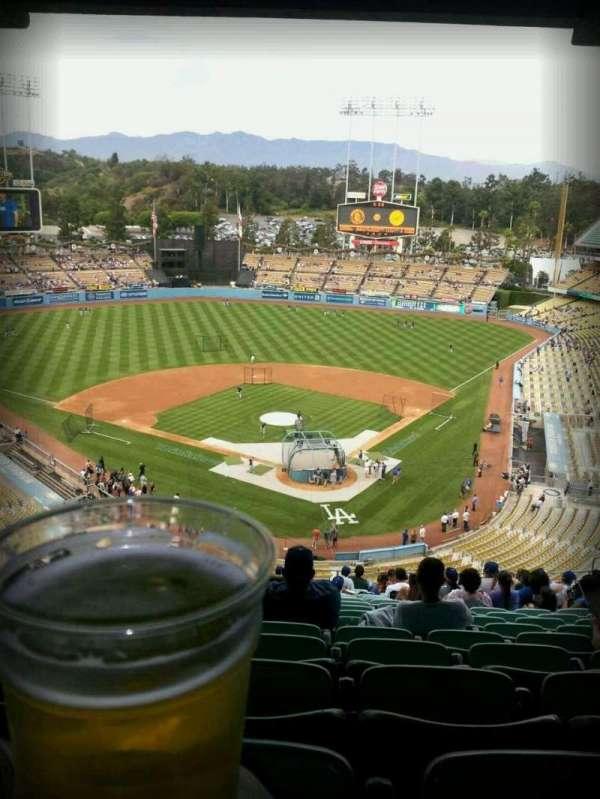 Dodger Stadium, sección: 3rs, fila: V, asiento: 21