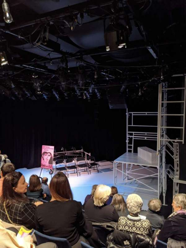 Mezzanine Theatre, sección: ORCH, fila: F, asiento: 119