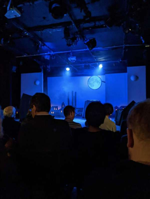 St. Luke's Theatre, sección: ORCH, fila: E, asiento: 13