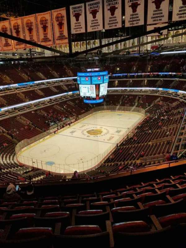 United Center, sección: 323, fila: 14, asiento: 13