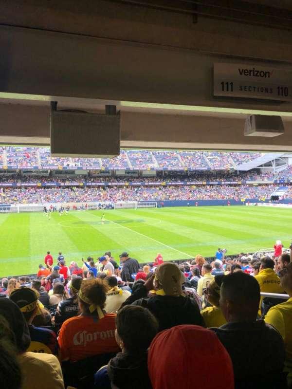 Soldier Field, sección: 111, fila: 18, asiento: 15