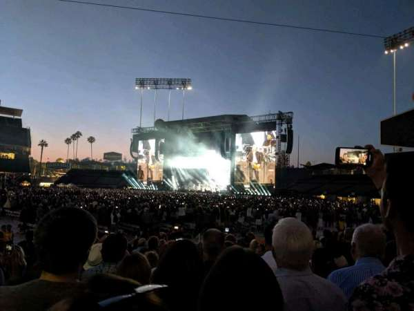 Dodger Stadium, sección: 32FD, fila: H, asiento: 2