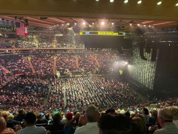 Madison Square Garden, sección: 210, fila: 11, asiento: 8