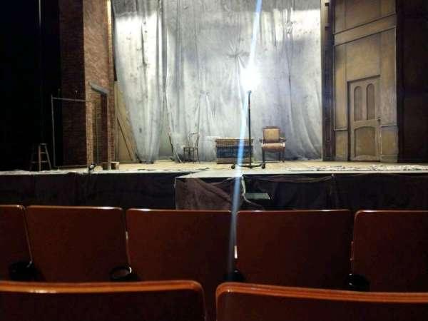 Allen Theatre, sección: Orchestra, fila: E, asiento: 208