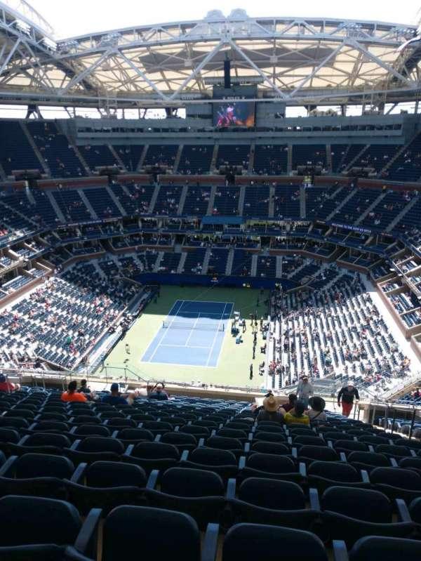 Arthur Ashe Stadium, sección: 322, fila: T, asiento: 5