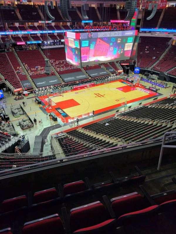 Toyota Center, sección: 413, fila: 4, asiento: 4