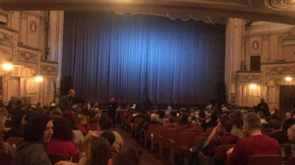 Merriam Theater, sección: Orchestra, fila: T, asiento: 1