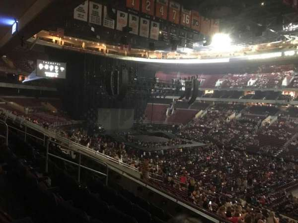 Wells Fargo Center, sección: Club Box 3, fila: 6, asiento: 22