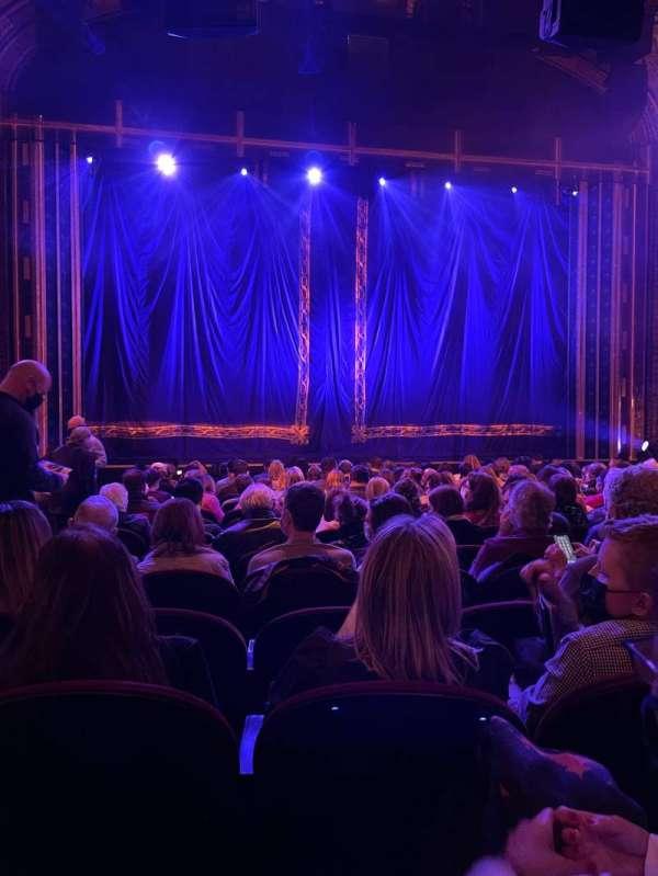 Brooks Atkinson Theatre, sección: ORCH, fila: N, asiento: 102