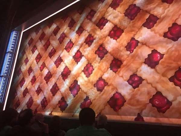 Brooks Atkinson Theatre, sección: Orchestra R, fila: B, asiento: 2