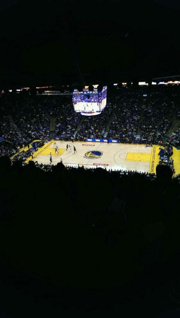 Oakland Arena, sección: 215, fila: 17, asiento: 9