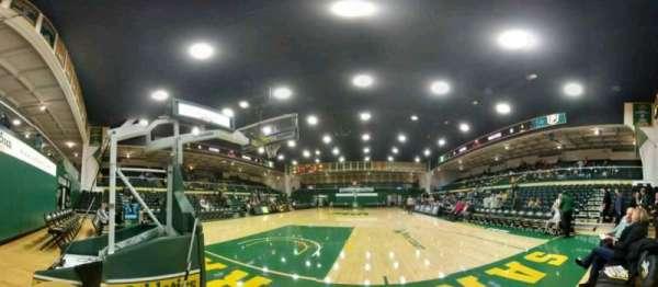 War Memorial Gymnasium, sección: north baseline, fila: 1, asiento: 1