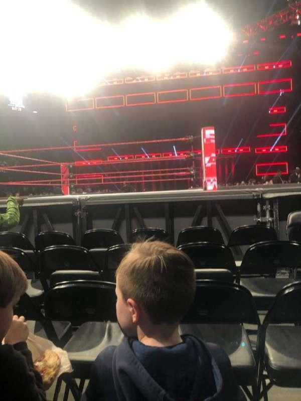 State Farm Arena, sección: FLOOR 4, fila: E, asiento: 2