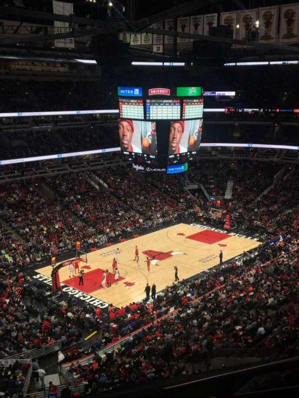 United Center, sección: 220, fila: 6, asiento: 5